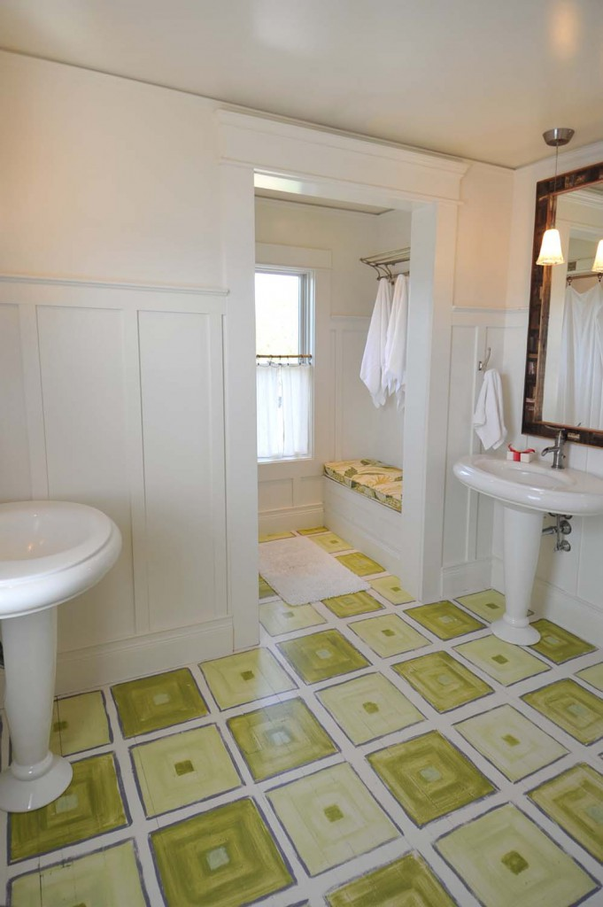 Main House | The upstairs bath. Immaculate and soothing as it should be.